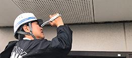 屋根の様子を外壁診断士がビデオで撮影
