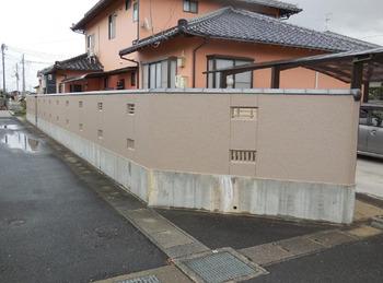 外壁だけの予定でしたが、塀塗装もお願いする事になりました。