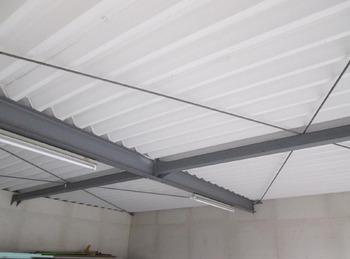 """""""ケツロナイン""""吹付塗装で車庫屋根裏の結露を防ぎます。"""