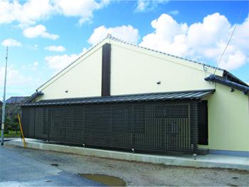 外壁塗装から、増築部分の撤去と新設まで、こちらの要望に柔軟に対応できる点が決め手でした。