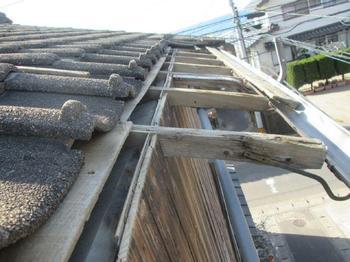 積雪と強風で欠損した屋根をリニューアルさせていただきました