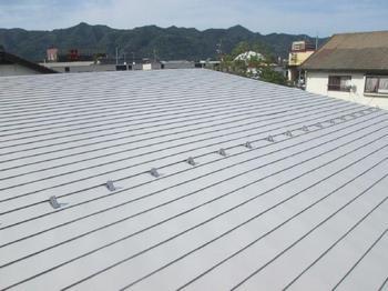 """超低汚染遮熱塗料""""リファイン""""で鉄製屋根を保護させていただきました♫"""