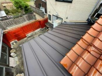 2寸~2.5寸勾配の屋根を遮熱ガルバリウム鋼板瓦棒葺き仕様にリニューアルさせていただきました♪